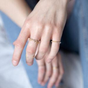 Pierścionek szklany z kamieniami
