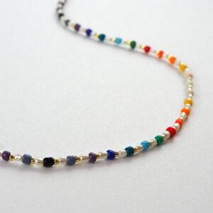 Bransoletka kolorowa z perełkami na kostkę