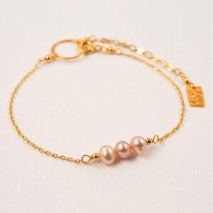 Delikatna bransoletka z perłami – różne rodzaje