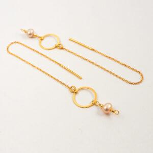 Kolczyki przekładane – łańcuszek z kółkiem i perłą