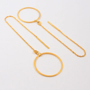Kolczyki przekładane – łańcuszek ze średnim gładkim kółkiem